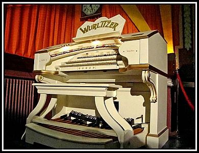 Wurlitzer-Rex-Windermere red