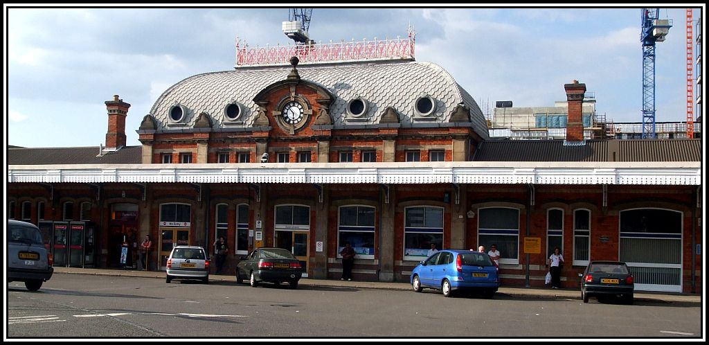 Slough_station_building