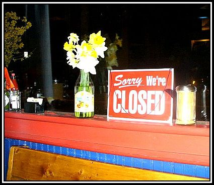 800px-LGC_Sorry_We're_Closed_sign