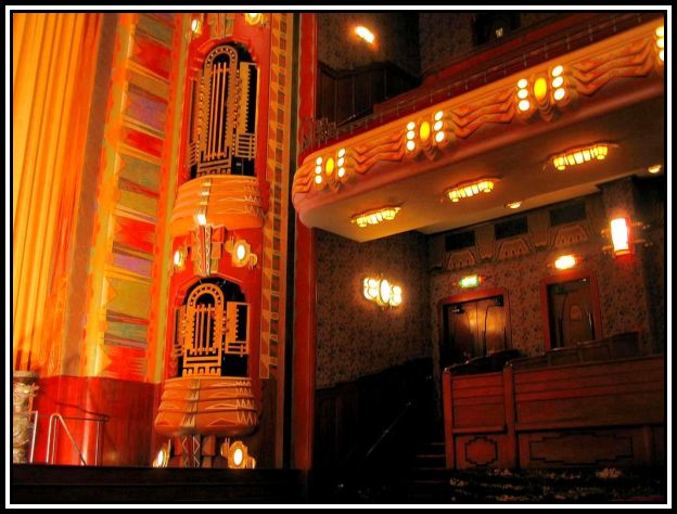 1st-class-balcony-in-tuschinski-theatre-amsterdam_1670907_l