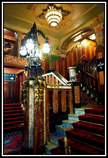bpath233_tuschinski_is_a_cinema_with_6_screening_rooms_in_4