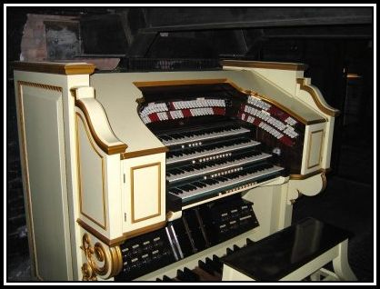 Apollo_organ_console_small.jpg 2
